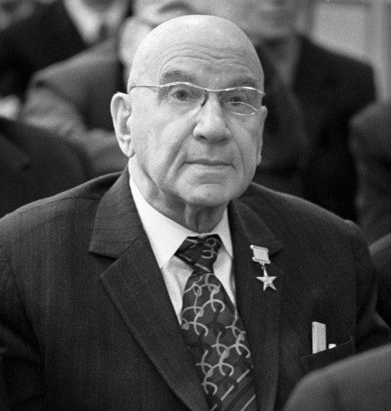 Александр Микулин