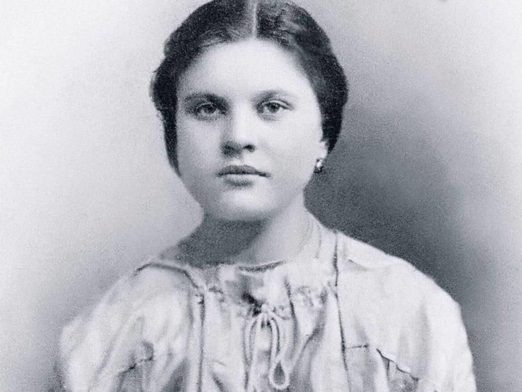 Нина Агапова биография